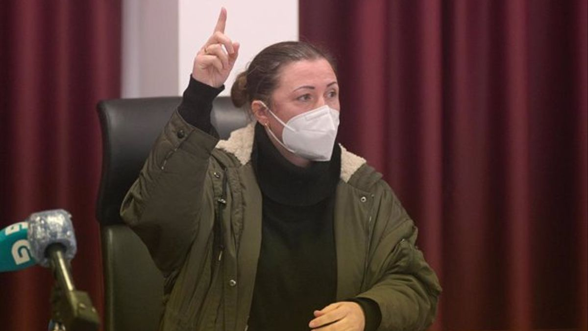 La alcaldesa de Boimorto, María Jesús Novo, durante un pleno en el Ayuntamiento de la localidad coruñesa