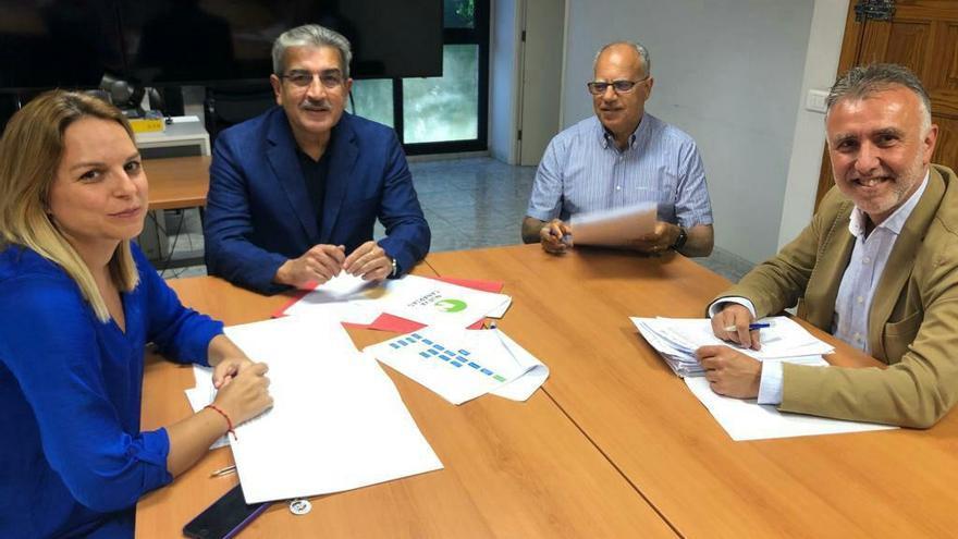 Ángel Víctor Torres (PSOE), Román Rodríguez (Nueva Canarias), Noemí Santana (Podemos) y Casimiro Curbelo (Agrupación Socialista Gomera).