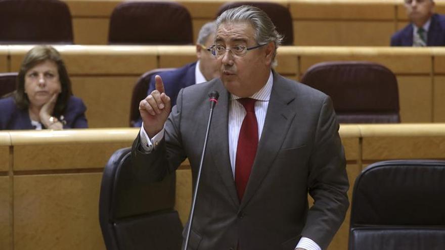 Zoido: Las fuerzas de seguridad revisan los protocolos tras los atentados de Cataluña