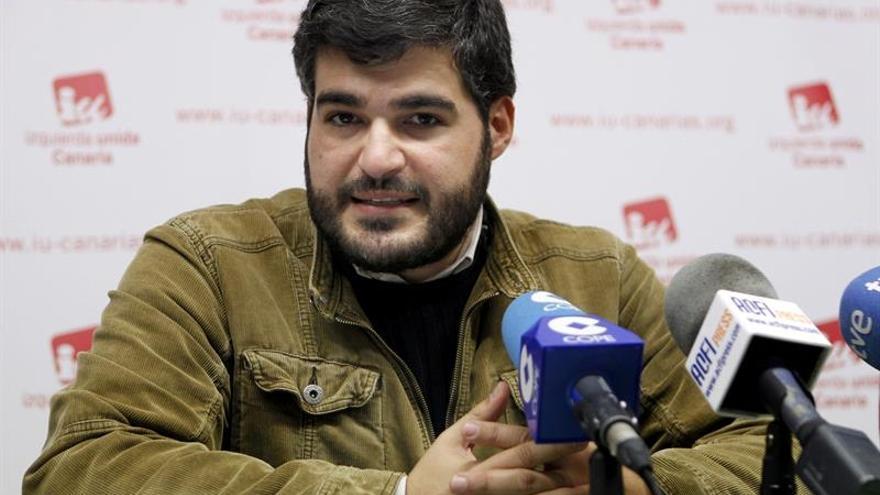 Rueda de prensa de Izquierda Unida (IU) para solicitar la suspensión, como senador, de Miguel Zerolo.