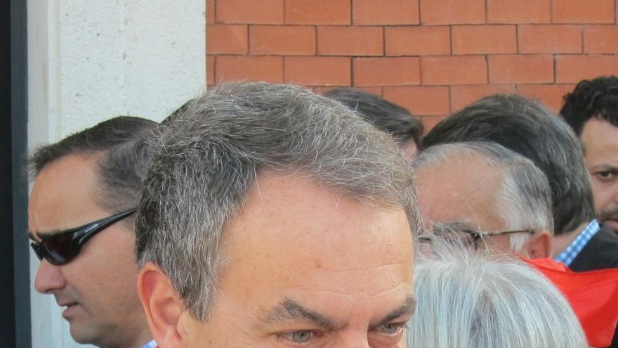 Zapatero llama a un cambio en el PSOE para abrir una etapa de recuperación socialista que representa Susana Díaz
