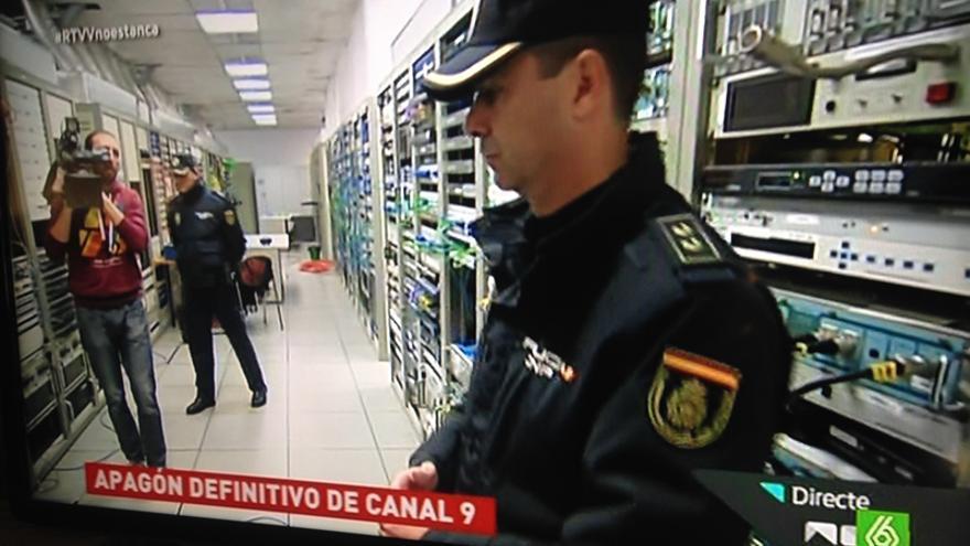 La policía vela por el cierre de la emisión de Canal 9