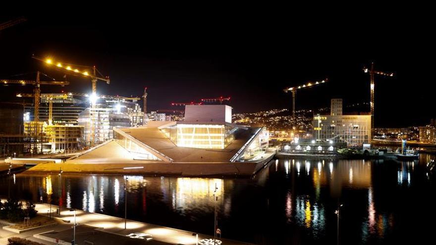 Policía acordona zona de Oslo por posible bomba y retiene a una persona