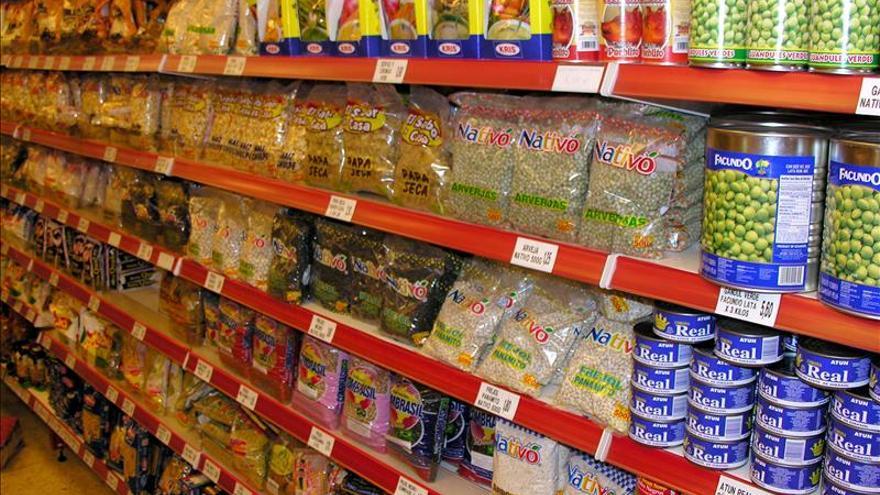 Bajan 2,1 por ciento los precios de los supermercados pero suben 2,2 las marcas blancas