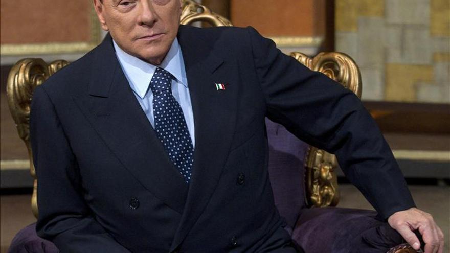 Berlusconi dice que Mussolini hizo cosas buenas a pesar de las leyes raciales