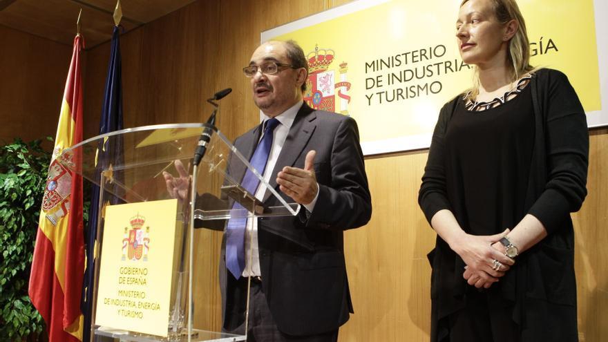 El presidente de Aragón junto con la consejera de Economía, Marta Gastón.