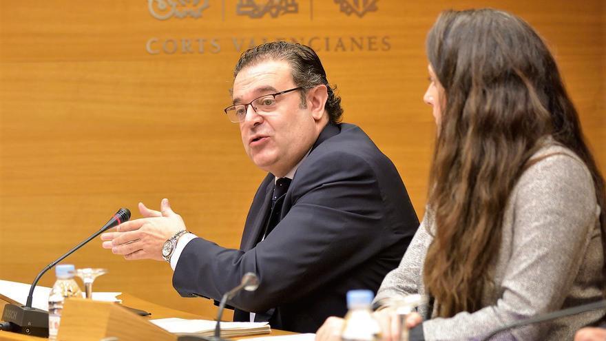 El exconseller Gerardo Camps comparece ante las Corts