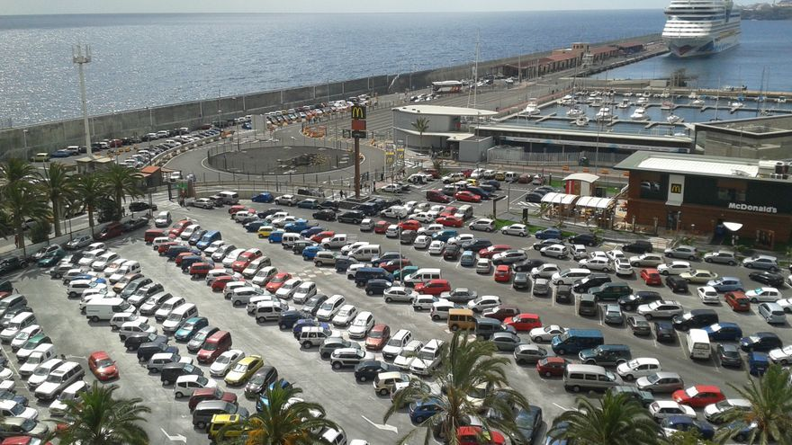 Área de aparcamientos de la zona portuaria.