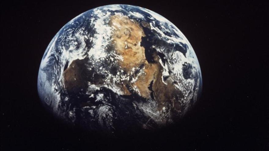 El núcleo de la Tierra no está sincronizado con la rotación del planeta