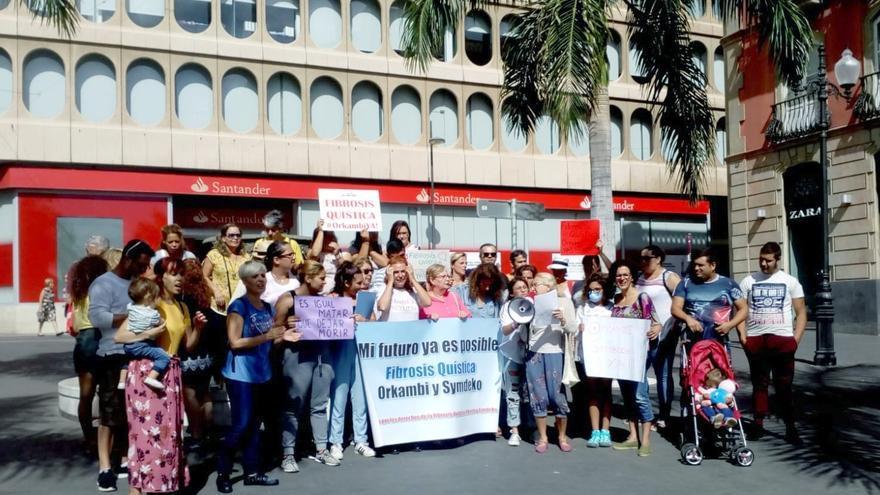 Concentración a favor del pago de los medicamentos para la fibrosis quística, este sábado en Santa Cruz