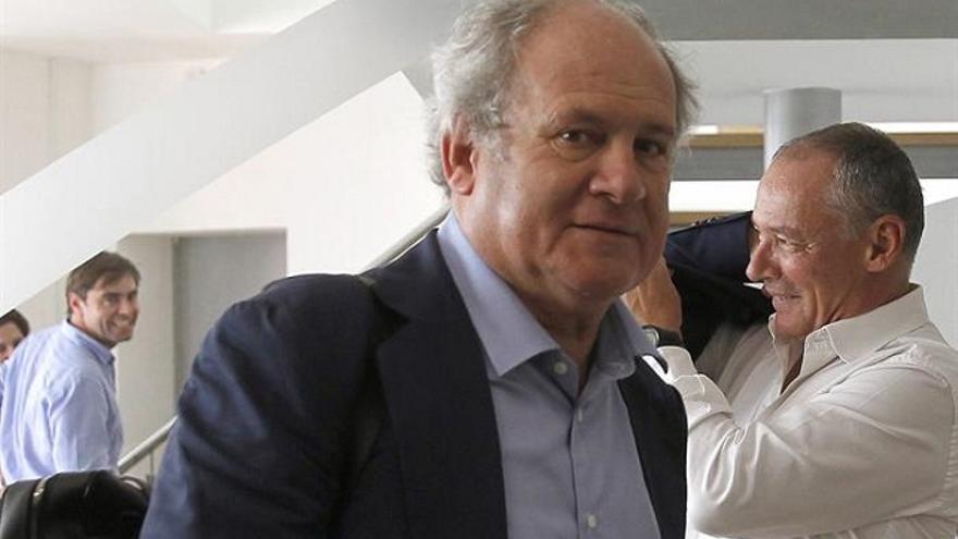 El presidente de Binter, Pedro Agustín del Castillo, a su llegada a la isla de Praia