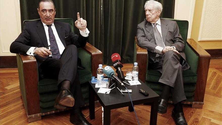 """Vargas Llosa dice que """"el peligro mayor"""" para la democracia """"es el desencanto político"""""""