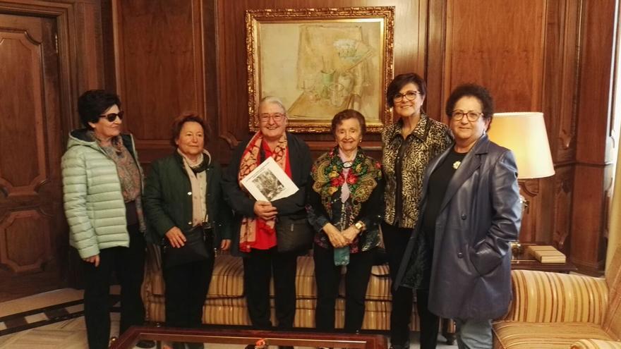 Rosa Peñalver ha recibido a la presidenta en Asturias de la Asociación Niños de la Guerra, Araceli Ruiz
