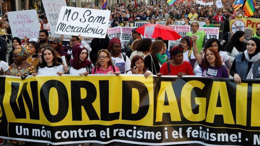 """Arranca en Barcelona la manifestación contra el racismo y para """"frenar"""" a Vox"""