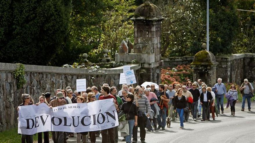 Creada la Junta Pro Devolución del Pazo, opuesta a la que lo entregó a Franco