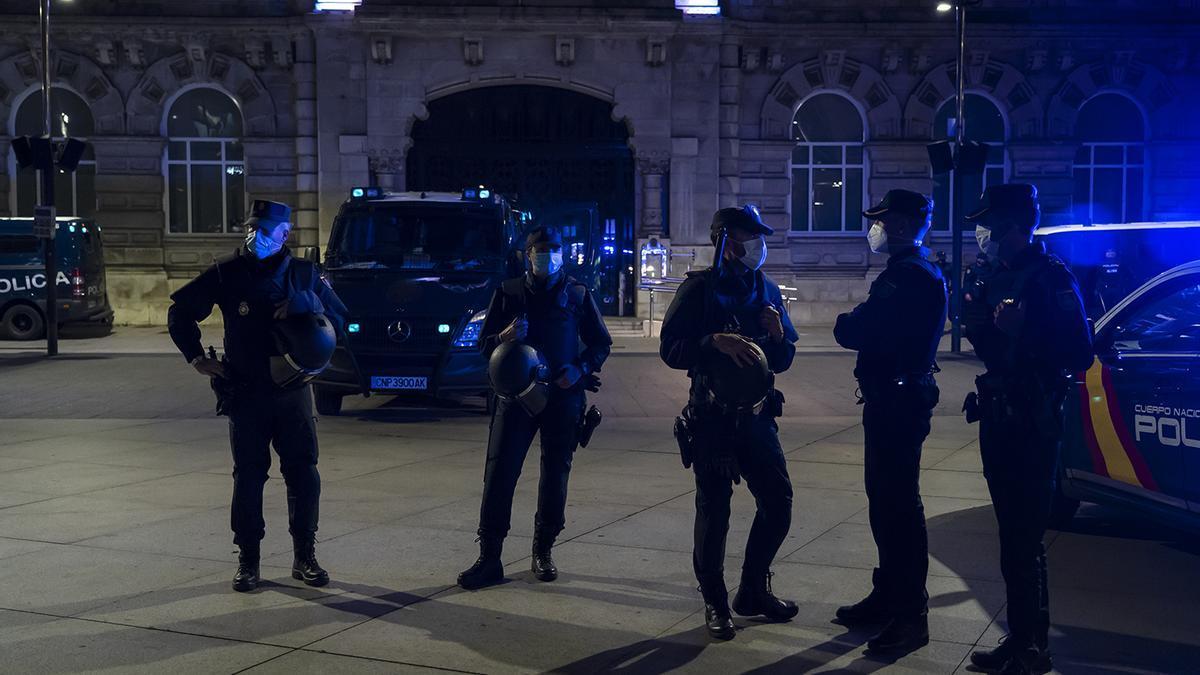 Despliegue policial en Santander. (Archivo)