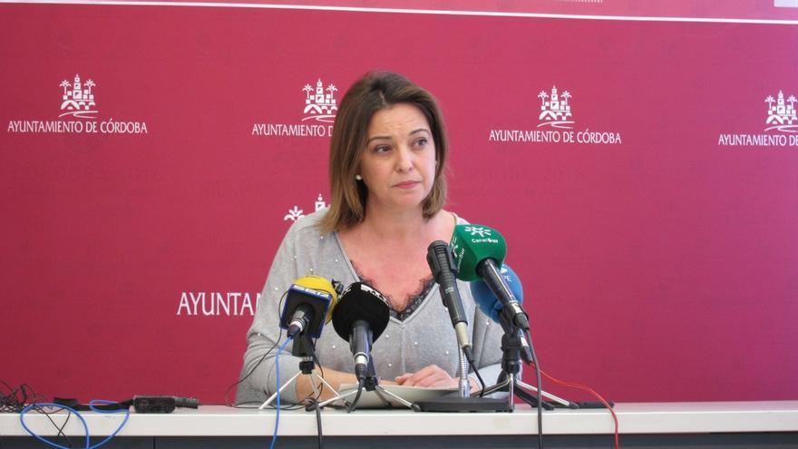 """Alcaldesa de Córdoba achaca a """"un error absolutamente involuntario"""" la publicación de una diplomatura en su currículum"""