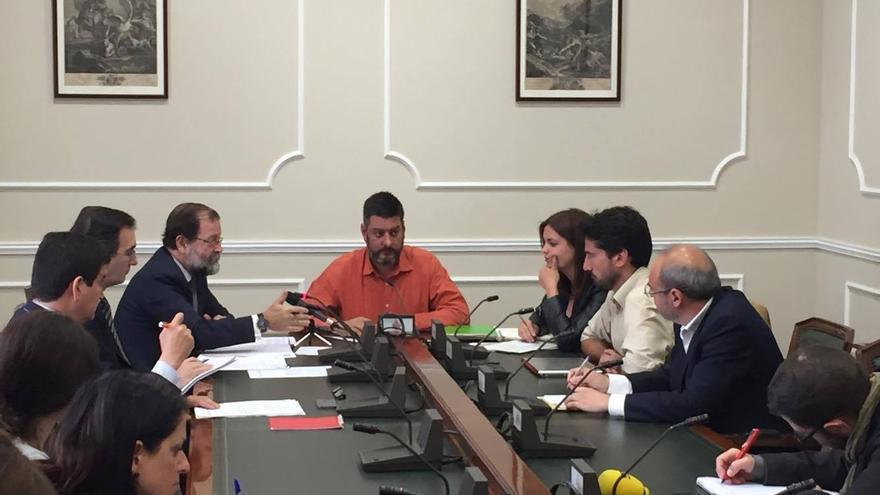 Mesa de la comisión de investigación del Ayuntamiento de Valencia por la 'operación Taula'