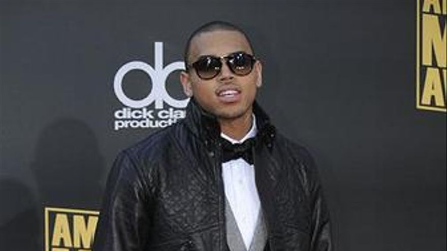 Reino Unido suspende la gira de Chris Brown por haber maltratado a Rihanna