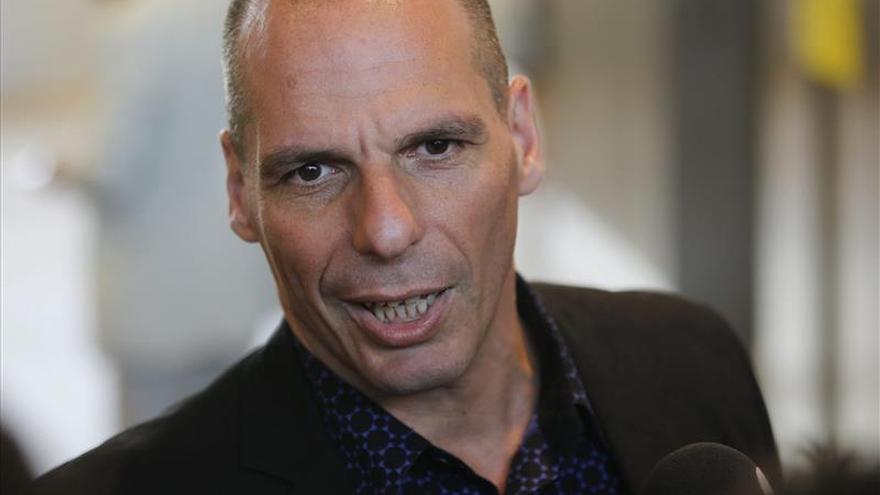 """Varufakis ve en el Eurogrupo del lunes solo """"otro paso"""" hacia un acuerdo"""