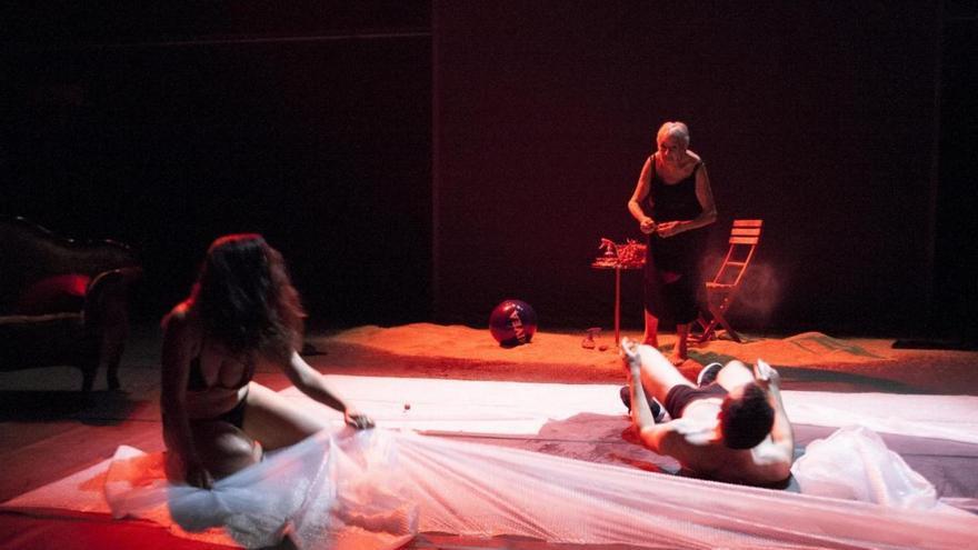 Escena de Modërna, protagonizada por Lola Cordón