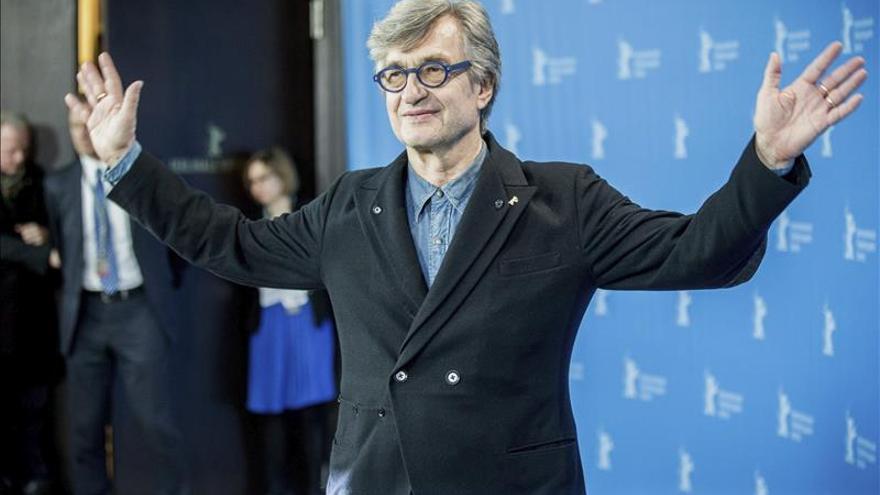 Wim Wenders, homenajeado en la Berlinale y pendiente de los Oscar