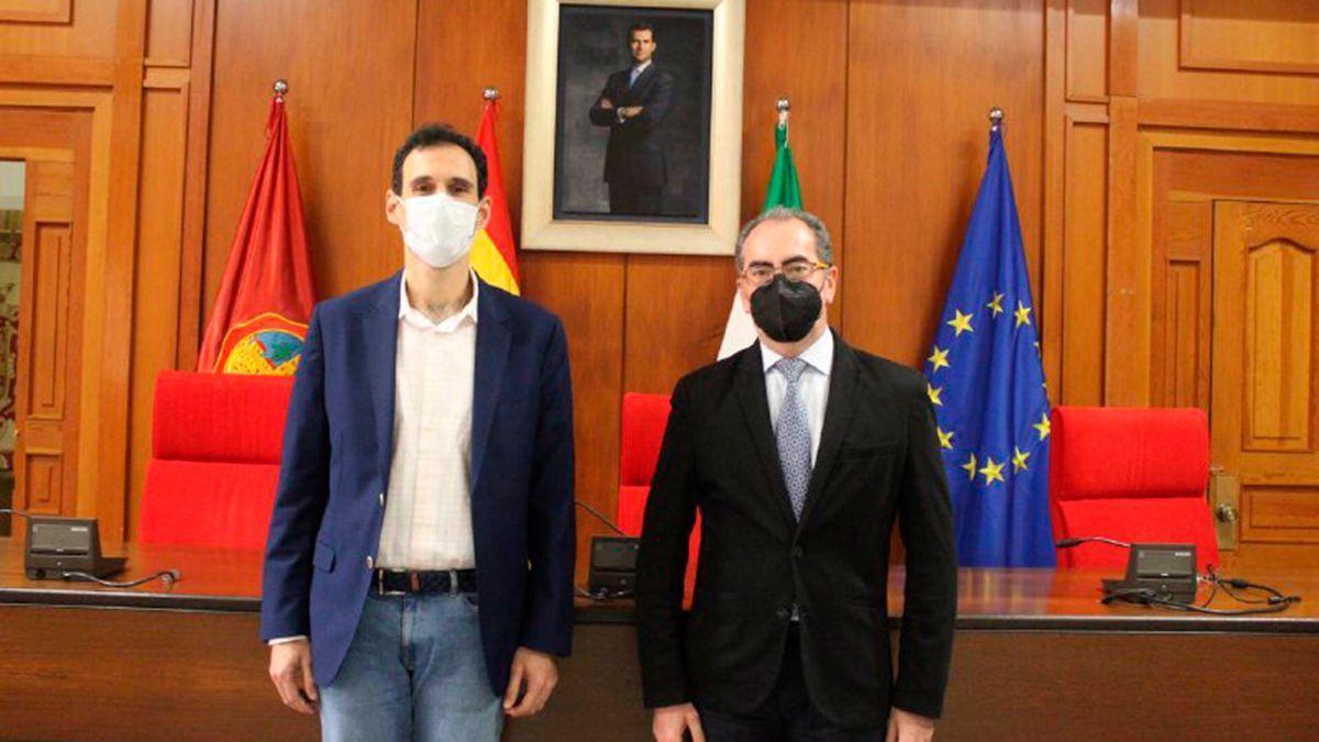 Antonio López y Antonio Álvarez en su reunión en el Ayuntamiento.