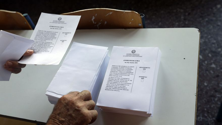 Papeletas en el referéndum griego. / Thanassis Stavrakis AP Photo