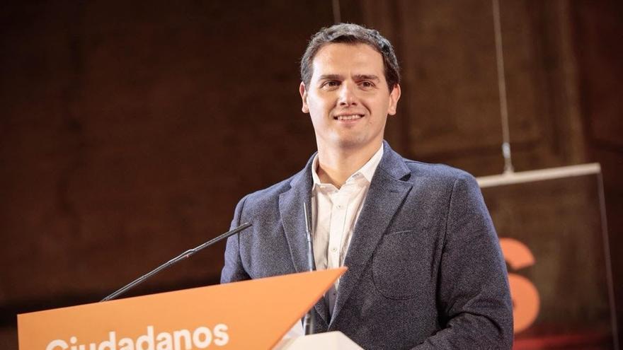 """Rivera afirma que Puigdemont tiene que dar la cara ante la justicia y que en España """"no hay presos políticos"""""""