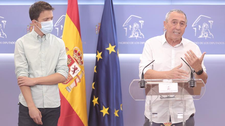 Archivo - El diputado de Compromís, Joan Baldoví, interviene en una rueda de prensa anterior a una reunión de la Junta de Portavoces en el Congreso de los Diputados, a 22 de junio de 2021, en Madrid, (España).