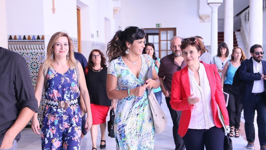 Teresa Rodríguez flanqueada por Carmen Lizárraga (izquierda) y Esperanza Gómez este miércoles.