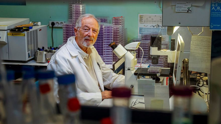 Luis Enjuanes, en el laboratorio de Coronavirus del Centro Nacional de Biotecnología (CNB). EFE/ Emilio Naranjo/Archivo