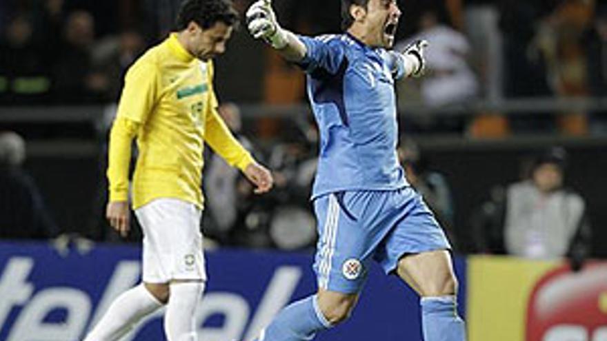 Justo Villar celebra el pase paraguayo.