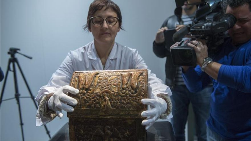 El Museo de Lleida recupera una arqueta de Les Avellanes que guardó una reliquia