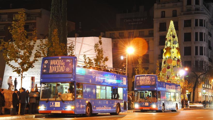 Bus de la Navidad en su parada de Serrano