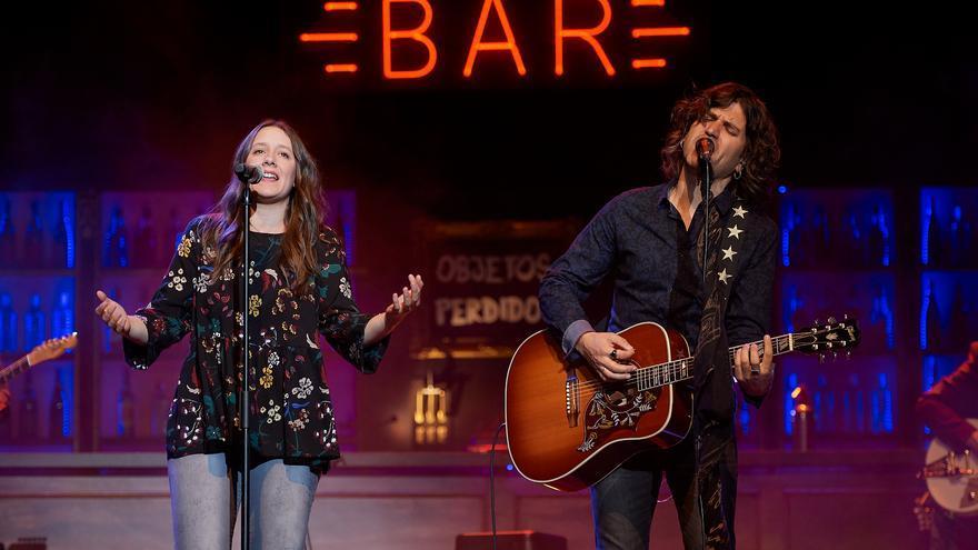 Nina, la vocalista de Morgan, interpretó 'Pies descalzos' junto a Rulo. | EL REY LAGARTÓN