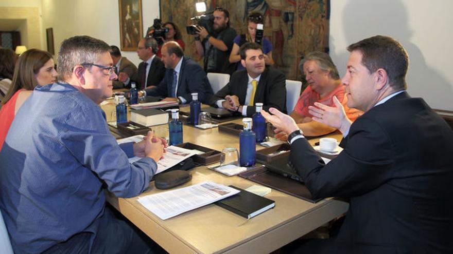 José Luis Gómez-Ocaña, a la izquierda, con Emiliano García-Page