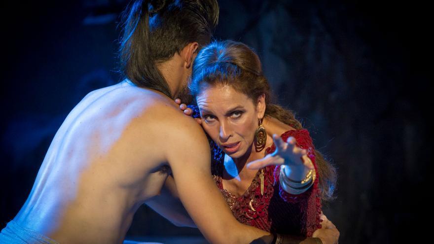 Ana Belén, con el joven Jason
