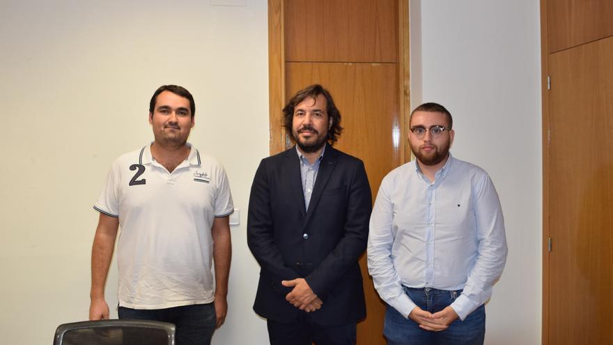 El consejero Motas con representantes del Consejo de Estudiantes de la Universidad de Murcia