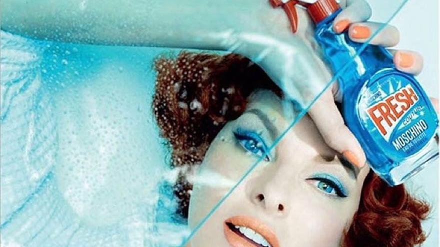 Imagen del último perfume femenino de Moschino.