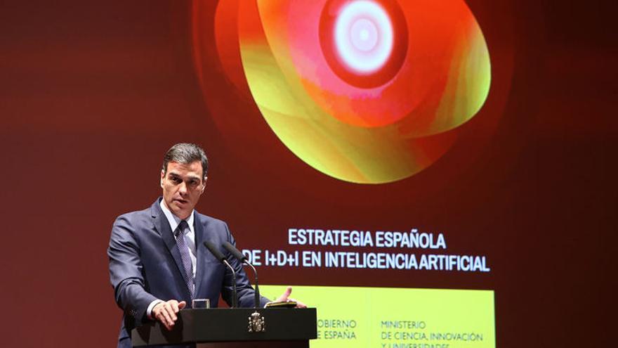 """El presidente del Gobierno, Pedro Sánchez, durante la presentación de la """"Estrategia española I+D+i en Inteligencia Artificial"""", el 4 de marzo."""