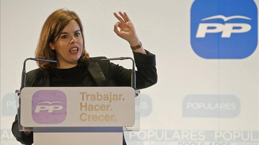 Saénz de Santamaría dice sobre las encuestas que los que les interesa es el crecimiento económico