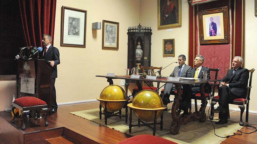El presidente del Gobierno de Canarias, Paulino Rivero, durante una conferencia sobre las perspectivas económicas del Archipiélago.