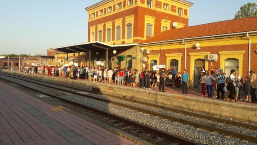 La manifestación partió desde la Plaza de España, hasta las instalaciones de la estación de Renfe