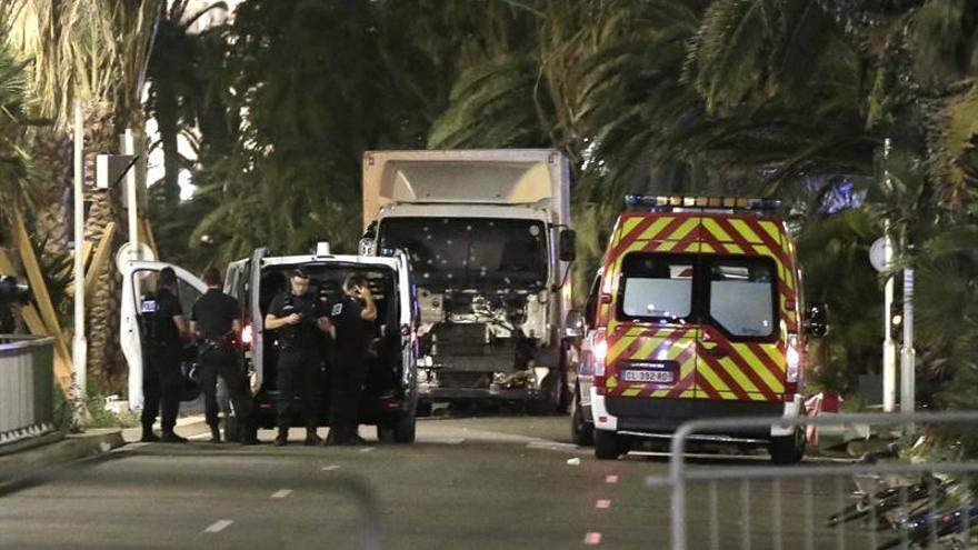 Más de 60 muertos al arremeter un camión contra una multitud en Niza