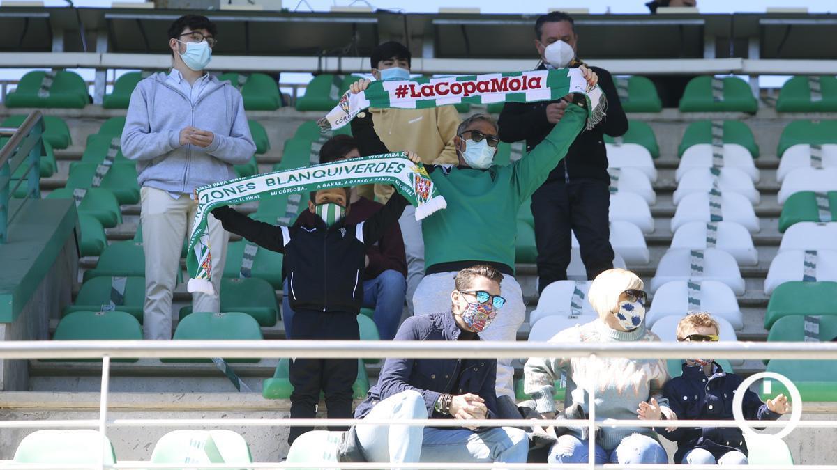 Aficionados del Córdoba en El Arcángel.
