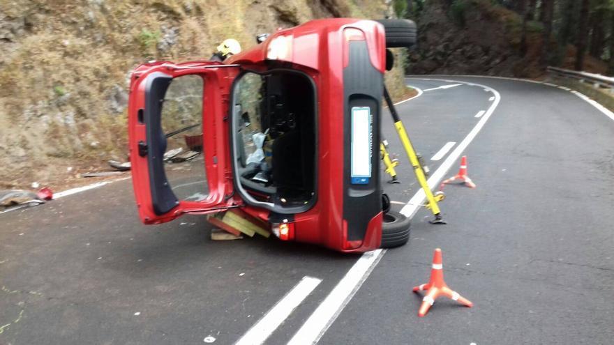 En la imagen, el coche accidentado.