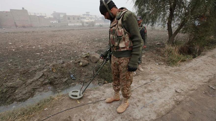 Cuatro suicidas y dos soldados mueren en ataque en zona tribal de Pakistán