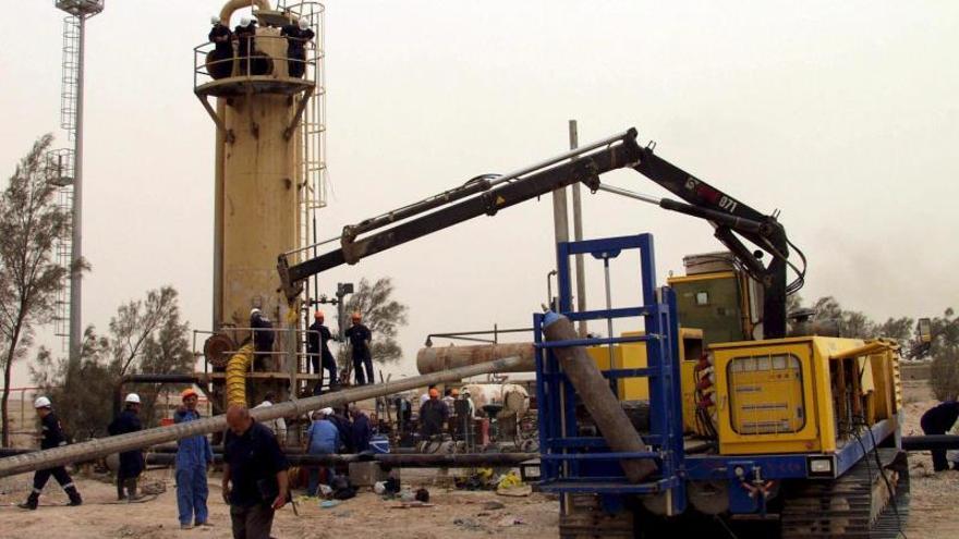 Irán elimina las sanciones para exportar crudo con petroleros iraníes a seis países