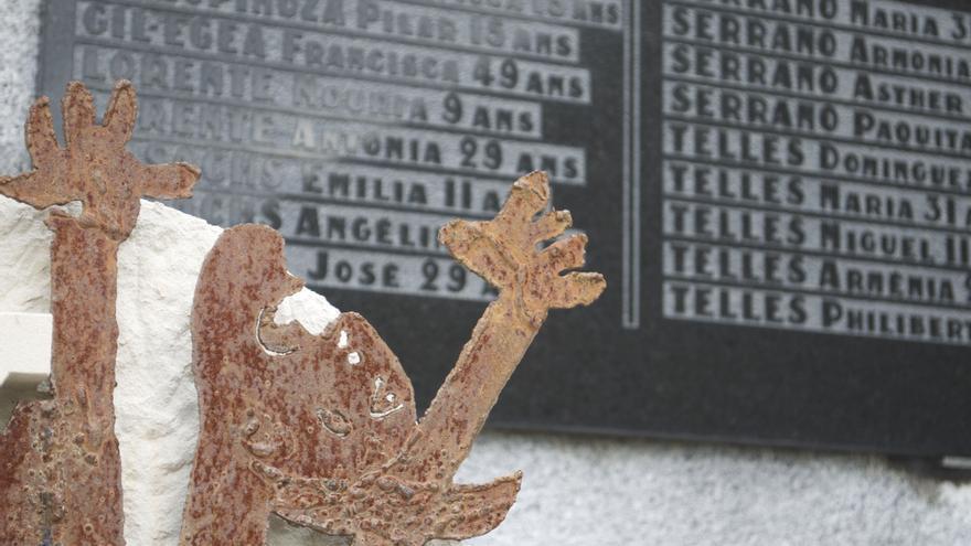 Placa en recuerdo de las víctimas españolas de Oradour instalada en el cementerio de esa localidad francesa